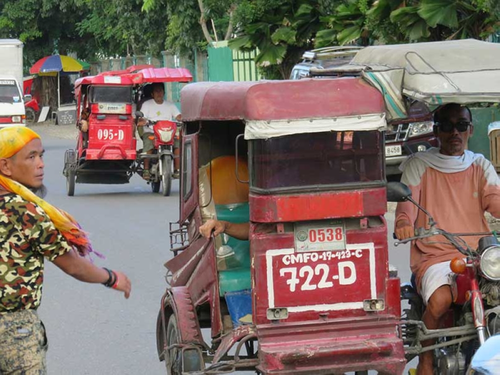 FARE HIKE. Tricycle drivers in Mandaue City say nothing is left of their day's earnings after paying for gas and unit rental. They hope that City Hall would grant their request for a fare increase. (SunStar photo/Allan Cuizon)