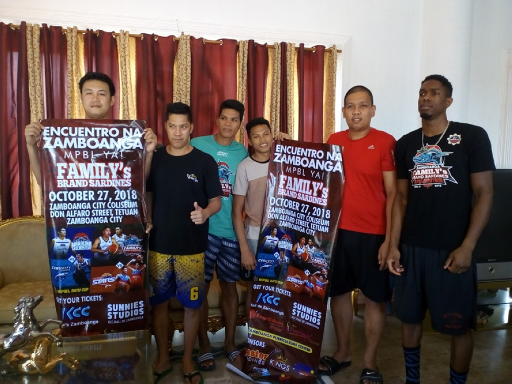 ZAMBOANGA. The Zamboanga Valientes readies for the October 27 game versus the Manila Start at the Mayor Vitaliano Agan coliseum in Zamboanga City. In photo are some of the team members seeing action in the Maharlika Philippine Basketball League. (Bong Garcia)