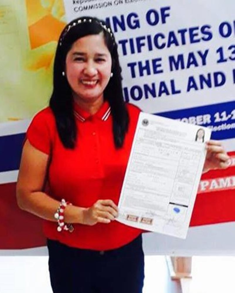 PAMPANGA. Former board member Trina Dizon-Guevarra filed her certificate of candidacy as independent councilor for Mexico town. (Photo by Ian Ocampo Flora)