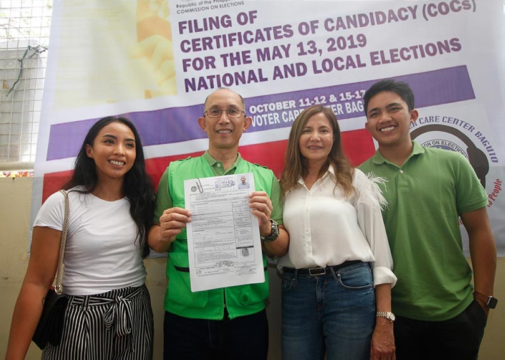 """GENTLEMAN. Retired Police Director Benjamine Magalong, known to most as the general who led the probe into the botched """"Oplan Exodus"""" in Mamasapano files his certificate of candidacy (COC) as an independent candidate for Mayor in Baguio City for the 2019 midterm elections. (Jean Nicole Cortes)"""