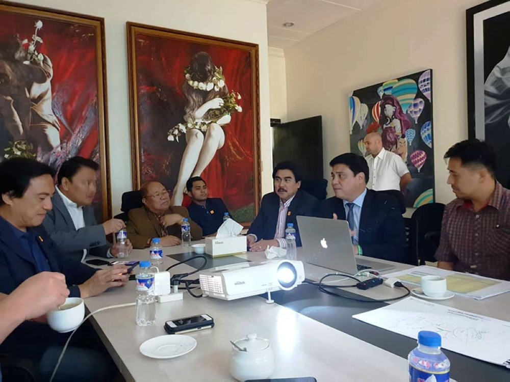 BACOLOD. Senator Juan Miguel Zubiri (2nd from right) presents to Bacolod City Mayor Evelio Leonardia (3rd from right), Rep. Greg Gasataya (2nd from left) and other officials the architectural perspectives of the P163-million museum and auditorium recently. (Bacolod City PIO)