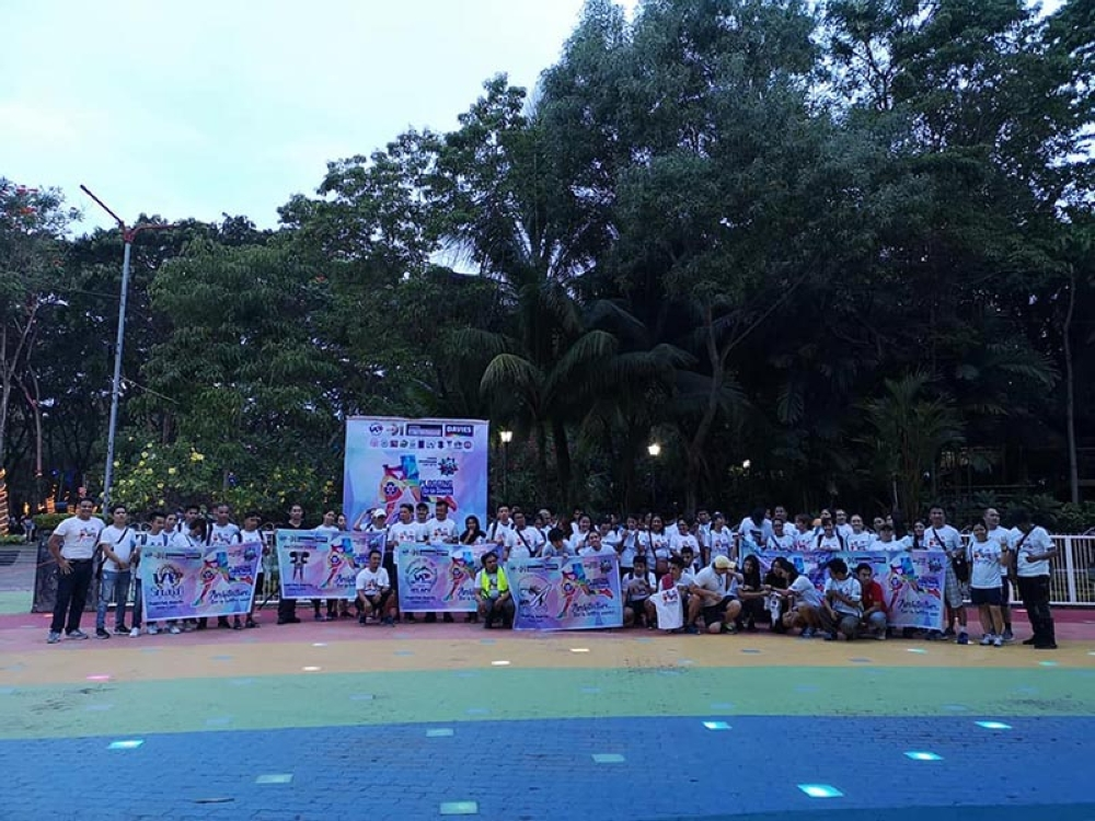 "DAVAO. Participants of ""Plogging ta sa Davao"" converge at the People's Park for the opening of the 2018 World Architecture Day celebration. (Contributed photo)"
