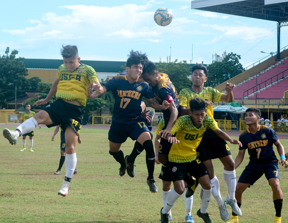 COSTLY. Raphael Tura (No. 17) goes for a header against USJ-R during a corner kick. USPF conceded a 16th-minute goal and never recovered. USPF  suffered their first loss of the season. (SunStar foto / Arni Aclao)