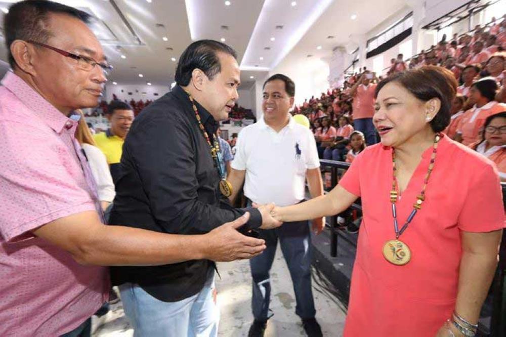 PAMPANGA. Senator Cynthia Villar is welcomed by Vice Gov. Dennis