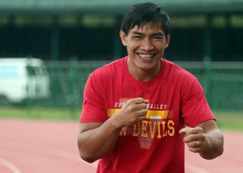 Former ONE lightweight world champion Eduard Folayang enjoys a light moment during his workout at the Baguio Athletic Bowl in preparation for his next bout. (Photo by Jean Nicole Cortes)