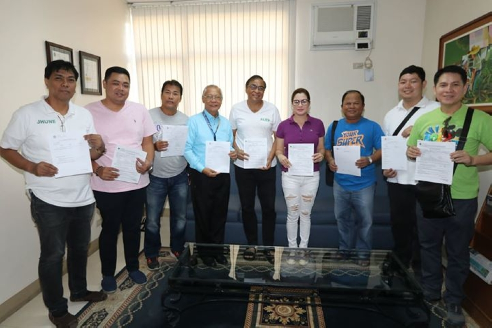 PAMPANGA. Kambilan Party Angeles City mayoralty candidate Alex Cauguiran, vice-mayoralty aspirant Maricel Morales, re-electionist councilors Jae Flores, Jay Sangil, and candidates for councilor Tony Mamac, Jhune Angeles, Harvey Santiago, Edward Laki and Sonny Pahed volunteered and passed the drug testing Monday, October 22, 2018 at the AUF Medical Center. (Chris Navarro)