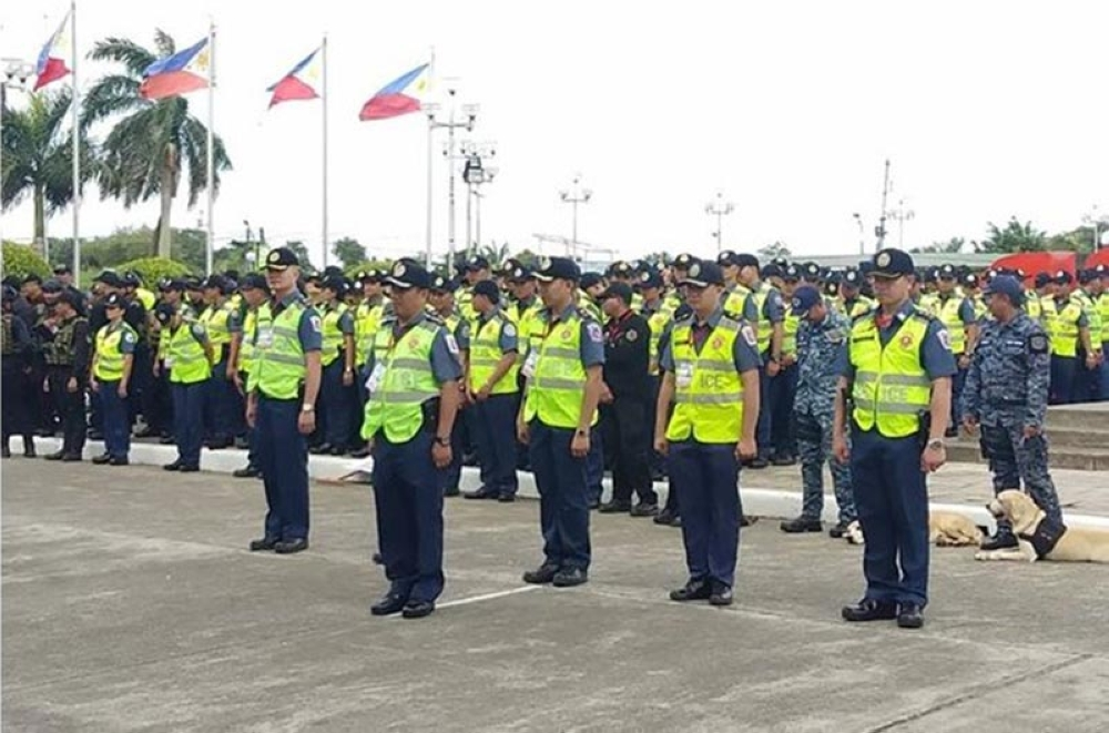 BACOLOD. A total of 3,194 security forces were sent off for the 39th MassKara Festival in rites held at the Bacolod Government Center Monday. (Glazyl Masculino)