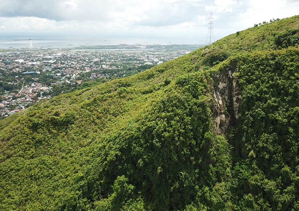 CEBU. A crack at the mountain top in Sitio Sandayong, Barangay Buhisan is 700 meters southeast of the dam. (Allan Cuizon)