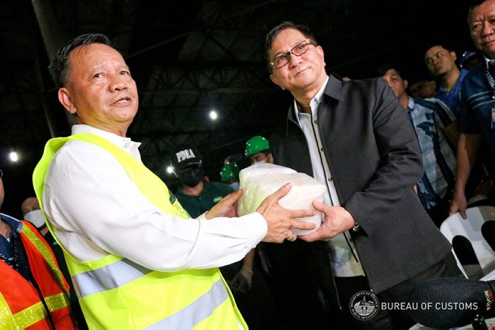 MANILA. Customs Commissioner Isidro Lapeña (left) and Philippine Drug Enforcement Agency (PDEA) director Aaron Aquino hold one of the packs of suspected shabu recovered from an unclaimed container van at the Manila International Container Port on August 7, 2018. (Photo from Bureau of Customs Facebook)