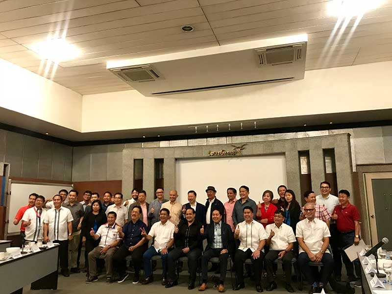 PAMPANGA. Among the stakeholders who attended a forum Thursday, October 25, are: (seated) DPWH Central Luzon Regional Director Roseller Tolentino, Pampanga Chamber President Jess Nicdao, Sto. Tomas Mayor John Sambo, Vice-Governor Dennis Pineda, PamCham Chairman Emeritus Levy P. Laus, Pampanga 4th District Representative Rimpy Bondoc, City of San Fernando Mayor Edwin Santiago, and NLEx Corp. Senior Vice President on Communication and Stakeholder Management Romulo Quimbo; and (standing) comebacking Pampanga 1st District Representative Yeng Guiao, PamCham directors, and other stakeholders. (Photo by Erika Mariel Gines)