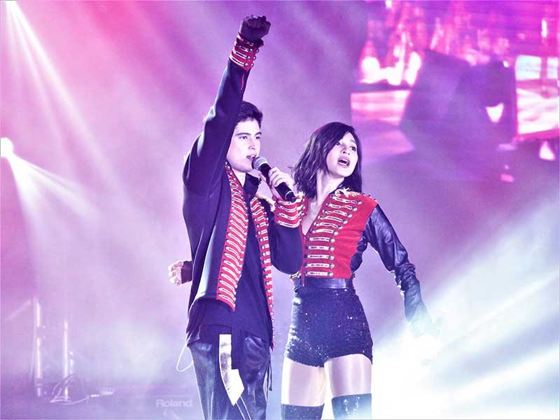 The duo JaDine, cause uproar and excitement at the UB Gymnasium! (Photo by Jan Ven Budod)