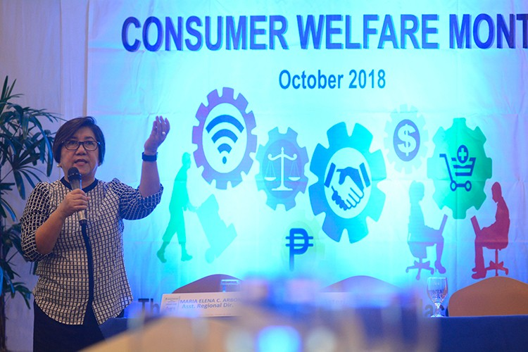 Friendly advice. Department of Trade and Industry 7 Director Asteria Caberte speaks at the Consumer Forum on Friday, Oct. 26.  (Sunstar Foto / Amper Campaña)