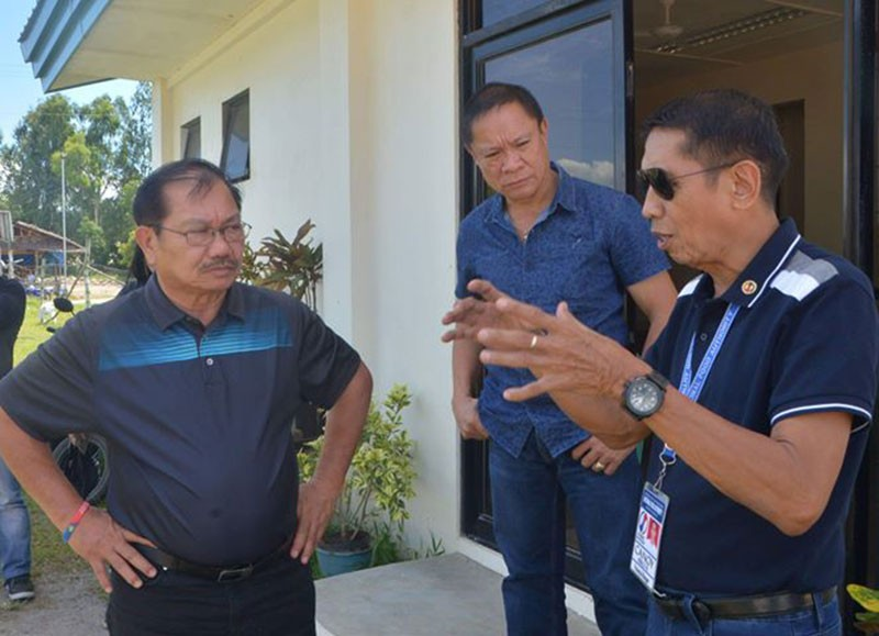 BAGO CITY. Agriculture Secretary Emmanuel Piñol (left) with NFA-Negros Occidental provincial manager Frisco Canoy (right) and Provincial Agriculturist Japhet Masculino during his visit at the Rice Processing Complex in Barangay Tabunan, Bago City yesterday. (Richard Malihan)
