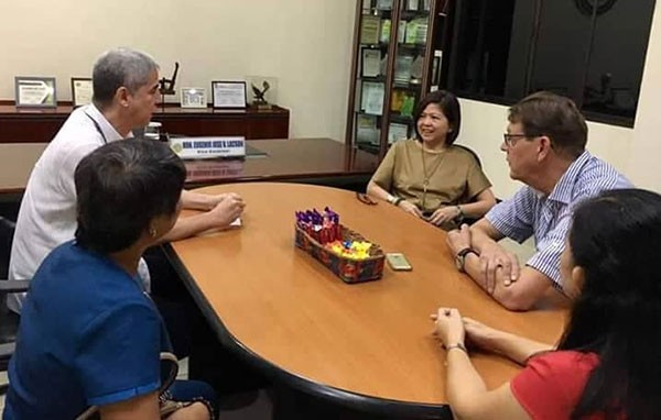 BACOLOD. PUM Senior Expert Jan Van Goor (secondfrom left) with PUM representative in Negros Occidental Mary Ann Colmenares (center) and PVO personnel during the former's courtesy visit to Vice Governor Eugenio Jose Lacson (secondfrom left) at his office at the Provincial Capitol in Bacolod City Monday, October 29. <b>(Contributed Photo)</b>