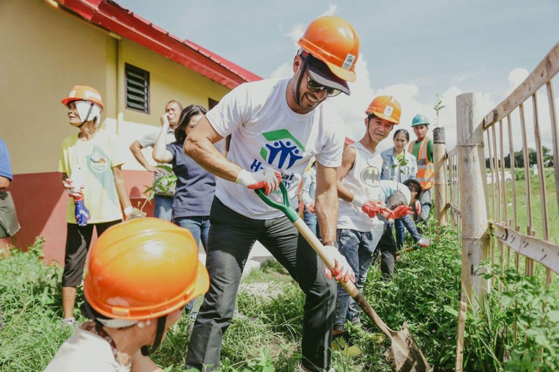 Habitat for Humanity Philippines Ambassador Derek Ramsay helps build homes for the Katuwang community in the first ever Legacy Build in the Philippines. <b>(Contributed photo)</b>