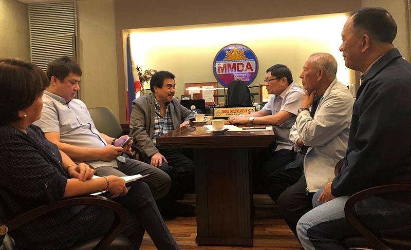 BACOLOD. City Mayor Evelio Leonardia met with MMDA chairman Danilo Lim, general manager Jose Arturo Garcia, and Traffic and Engineering Center director Neomie Recio at the MMDA head office Tuesday. (Contributed Photo)