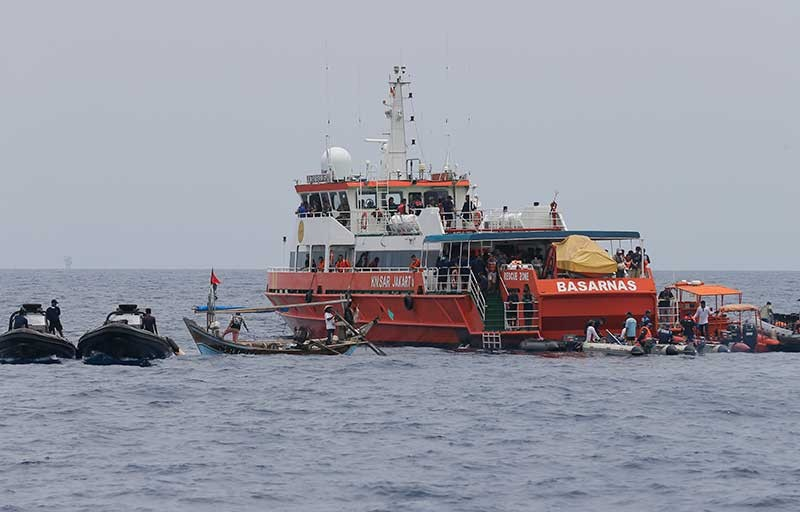 INDONESIA. Rescuers conduct a search operation for the victims of the crashed Lion Air plane in the waters of Tanjung Karawang, Indonesia, Tuesday, Oct. 30, 2018. Divers searched Tuesday for victims of the Lion Air plane crash and high-tech equipment was deployed to find its data recorders as reports emerged of problems on the jet's previous flight that had terrified passengers. (AP)