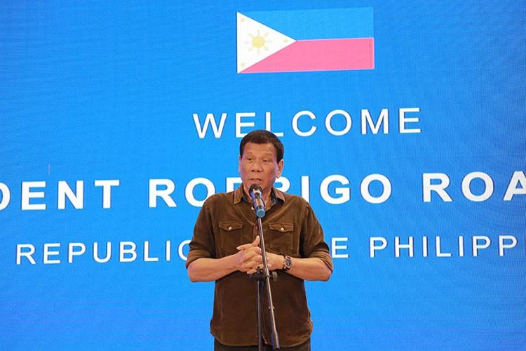 CEBU. President Rodrigo Duterte talks to Cebu politicians in a gathering on October 30, 2018. (Contributed photo)