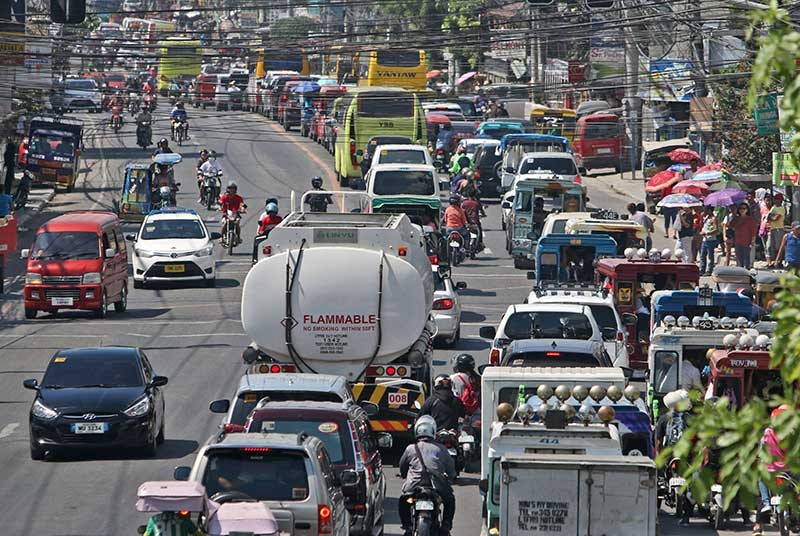 ROAD MONSTER. This is the traffic situation in the Lipata highway in the southern town of San Fernando, Cebu at 10 a.m. of Nov. 1, a holiday. Motorists who counterflowed, the heavy volume of vehicles and road diggings caused traffic to stall for hours in the northern and southern highways of Cebu. (SunStar photo/Alex Badayos)
