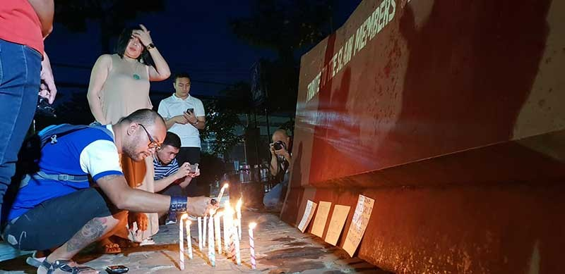 CAGAYAN DE ORO. Journalists from Cagayan de Oro City mark the International Day to End Impunity of Crimes Against Journalists with candle lighting on Friday, November 2, at the Press Freedom Monument in the Capitol grounds. (SunStar Superbalita CDO)