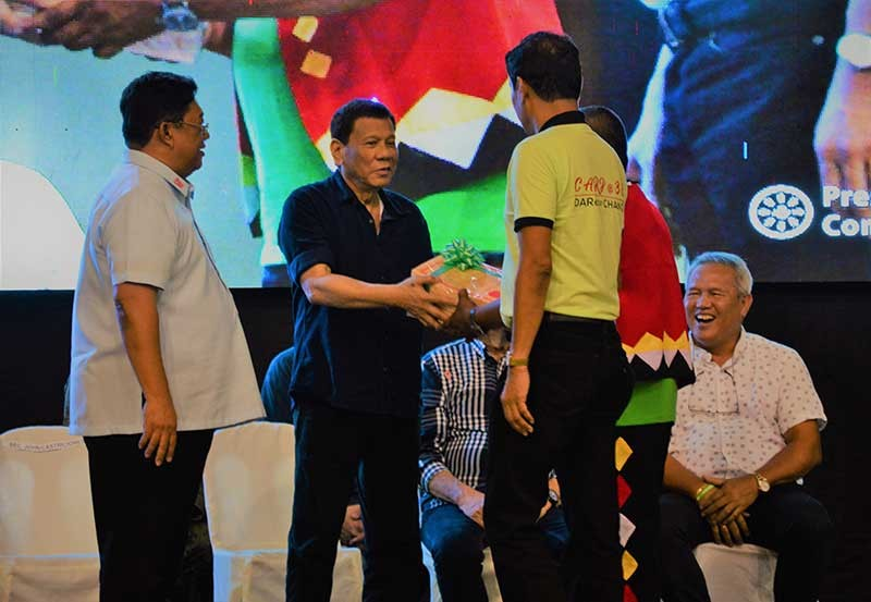 CAGAYAN DE ORO. President Rodrigo Duterte (second from left) leads the distribution of Certificates of Land Owners Award (CLOAs) to some 3,400 agrarian beneficiaries, covering 5,808 hectares, in Northern Mindanao at the University of Science and Technology of Southern Philippines on Wednesday, October 31. (Jigger J. Jerusalem)