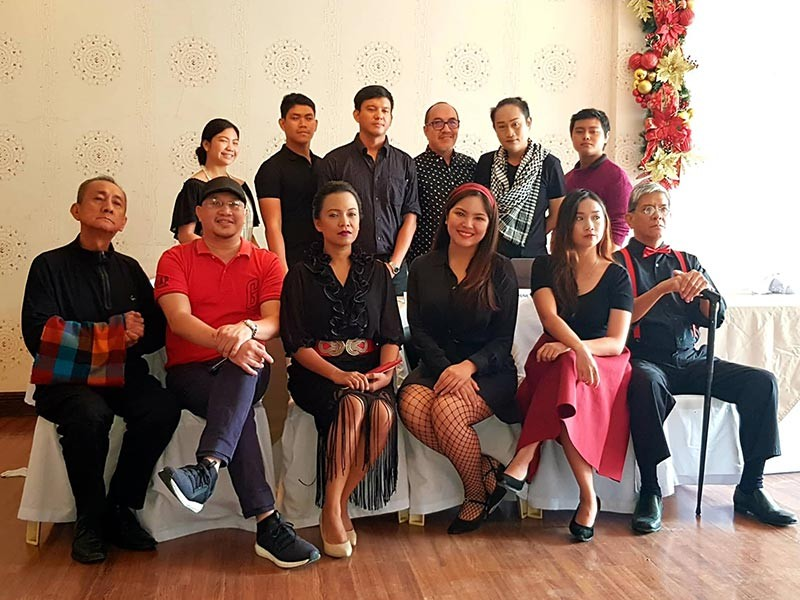 "BACOLOD. The cast of ""Arbol de Fuego"" with director Rene Hinojales (Carla Cañet)"