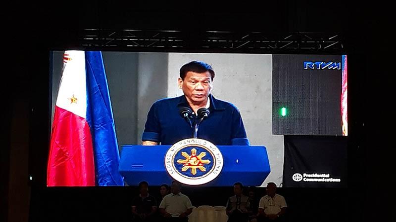 Sa bag-ohay lang nga pagbisita ni Presidente Rodrigo Duterte sa dakbayan sa Cagayan de Oro aron magtunol og Certificate of Land Ownership Award (CLOA) sa lima ka lalawigan sa Northern Mindanao duna siyay e-endorso nga mga kandidato nga giingong dili kurap. (Stephanie V. Berganio)
