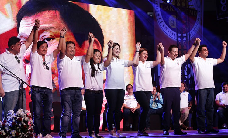 TACLOBAN. Hugpong ng Pagbabago chairperson and Davao City Mayor Sara Duterte-Carpio (3rd, right) endorses 1st District of Leyte candidate Martin Romualdez (2nd, right) and the Tingog Partylist led by First Nominee and Leyte Rep. Yedda Marie Romualdez (5th, left), 2nd nominee Jude Acidre (right), 3rd nominee Boy Go (2nd left), 4th Nominee Alexis Yu (3rd left), 5th nominee Jennifer Padual (4th left), and Tingog chairman Mark Gimenez (left) during the signing of alliance for Hugpong ng Pagbabago, Lakas-CMD Party and Tingog held at Tacloban City Astrodome on November 7, 2018. (Photo by Ver Noveno)