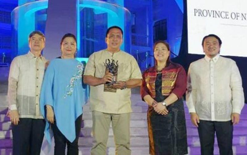 MANILA. Negros Oriental Governor Roel Degamo (center) receives the Allen S. Quimpo Climate Leadership for Governance Memorial Award from the Climate Reality Project Philippines in ceremonies held at the National Museum of Natural History in Manila, November 5, 2018. (Photo by Judaline F. Partlow)