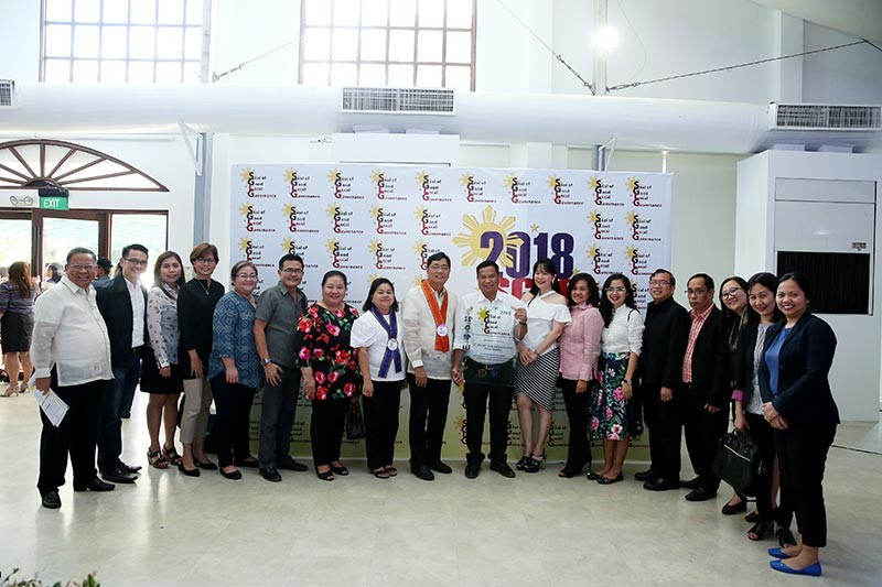 PAMPANGA. Mayor Edwin 'EdSa' Santiago is accompanied by CSF-LGU department heads as the City of San Fernando received its fourth Seal of Good Local Governance (SGLG) award conferred by the Department of the Interior and Local Government. The awarding ceremony was held at The Manila Hotel on November 7, 2018. (Contributed Photo)