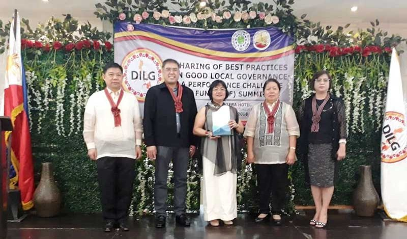 BACOLOD. Negros Occidental Provincial Planning and Development coordinator Ma. Lina Sanogal (center) receives the DILG award for Negros Occidental during the PCF Summit in Manila. (Contributed photo)