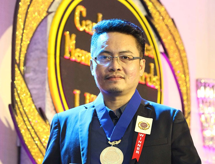 MANILA. Three-time Palanca awardee Joe Bert Lazarte develops the discipline to be a writer by choosing reading over spending time aimlessly scrolling on social media. (Contributed photo)