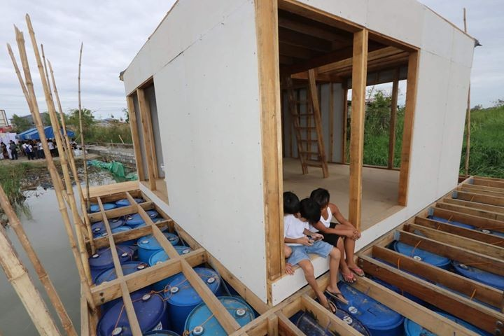PAMPANGA. Kids try out the floating house in Barangay Sto. Rosario, a pilot project of Finch Floating Homes in cooperation with the local government of Macabebe. (Chris Navarro)