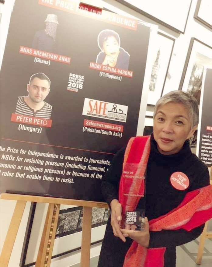 LONDON. Inday Espina-Varona receives the RSF international press freedom award for independence on November 18 at the Getty Images Gallery in London. (Contributed Photo)
