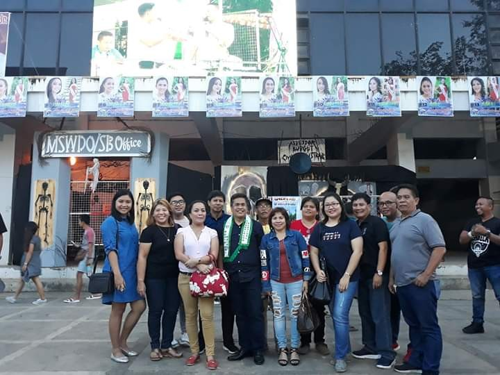 Isabela Mayor Joselito Malabor with some officers and members of the Negros Press Club