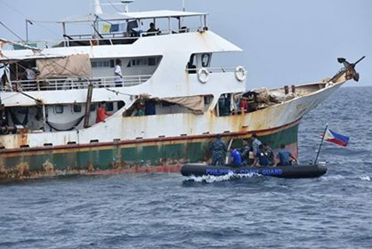 CEBU. PRO-Central Visayas along with officers from the Philippine Navy, Philippine Coast Guard, Cebu Provincial Police Office and Regional Maritime Unit conducted a two-day operation scouring the Cebu waters looking for fishermen doing illegal fishing activities. (Contributed photo)
