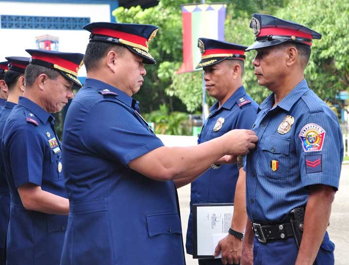 ZAMBOANGA. Chief Superintendent Emmanuel Luis Licup, Police Regional Office-Zamboanga Peninsula director, leads Monday, November 12, 2018, the awarding of Merit Medal to six policemen for their operational accomplishment. (Contributed photo)