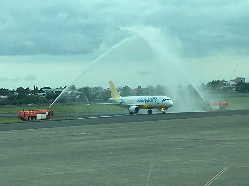 DAILY TO CLARK. A Cebu Pacific A320 is given a water salute during the launch of the daily flights between Davao City and Clark. (Gilford Doquila)