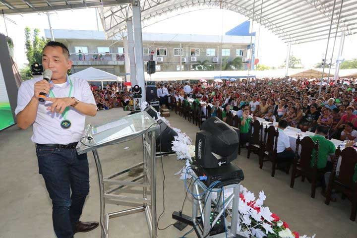 PAMPANGA. Presley de Jesus, president of Philreca, addresses some 13,000 member-consumers who attended the 20th Annual General Membership Assembly of the Pampanga III Electric Cooperative Inc. in Apalit, Pampanga. (Photo by Chris Navarro)