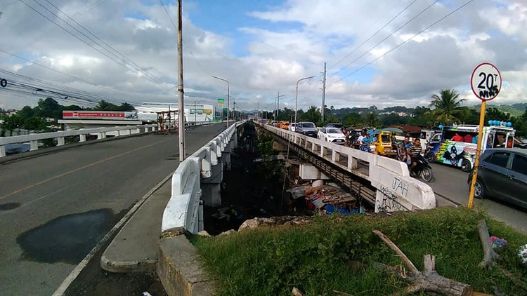 CEBU. Traffic is expected as one side of Mananga Bridge will be closed for repairs. The other side of the bridge will be turned into a two-way street. (Jonathan Tumulak of SuperBalita Cebu)