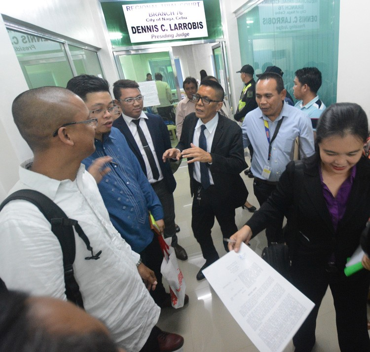 CEBU. Environmentalist lawyer Atty. Benjamin Cabrido (center) talks to his co-counsels after the hearing with Apo Cement lawyers at the courtroom of RTC judge Dennis Larrobis, who inhibited from the case. (SunStar photo Amper Campaña)