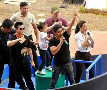 MANILA. The cast of 'Ang Probinsyano' greet Sinulog revelers in this photo taken in January 2017. (SunStar File Photo)