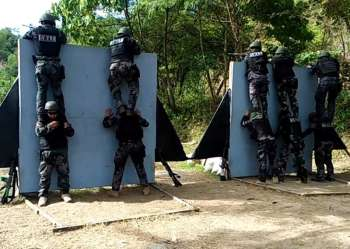 SECURITY PREPAREDNESS. Members of the Police Regional Office Cordillera Special Weapons and Tactics team recently placed 6th and 32nd in the recent 2018 National PNP SWAT in Davao City. It was developed as a continuous program to test and upgrade the skills and operational capabilities of all SWAT Units in handling practical and realistic scenarios in counter-insurgency and counter-terrorism. (PRO-Cordillera PIO photo)