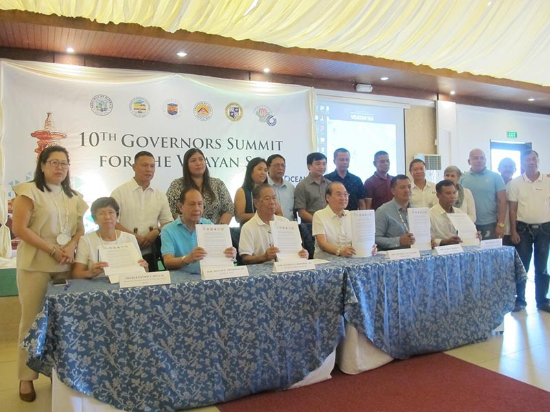 BACOLOD. The officials of the provinces covered by the Visayan Sea during the 10th Visayan Sea Summit in Oton, Iloilo on September 28, 2018. (Maria Elena San Jose)
