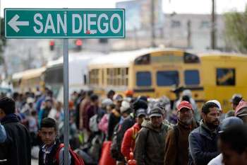 MEXICO. Central American migrants line up for a meal at a shelter in Tijuana, Mexico, Wednesday, Nov. 14, 2018. Migrants in a caravan of Central Americans scrambled to reach the US border, catching rides on buses and trucks for hundreds of miles in the last leg of their journey Wednesday as the first sizable groups began arriving in the border city of Tijuana. (AP)