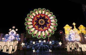 PAMPANGA. A giant lantern shines brightly each night in front of Heroes Park, proof that the City of San Fernando is the home of giant lanterns and the Christmas Capital of the Philippines. (Photo by Chris Navarro)
