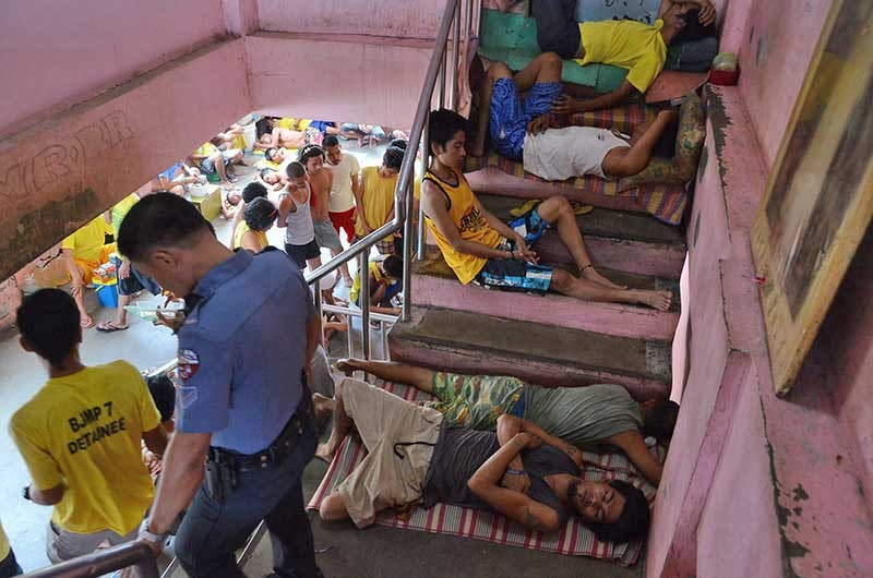 CONGESTED. Jail management is challenging with meager resources for expansion, leaving inmates in difficult situations. (SunStar photo/Alan Tangcawan)