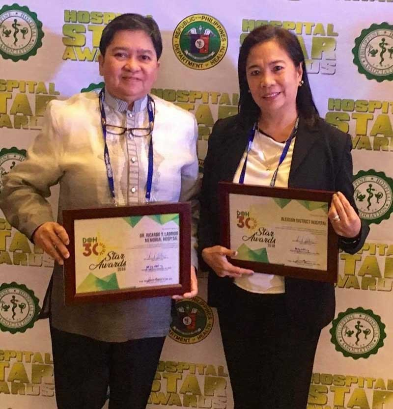 ILOILO. Dr. Alicia Cordero, chief of Dr. Ricardo Y. Ladrido Memorial Hospital (DRYLMH) in Lambunao, and Dr. Paz Calopiz, chief of Aleosan District Hospital (ADH) in Alimodian, show off their respective Department of Health (DOH) 30 Star Awards that they received in Manila last November 14, 2018. (Contributed photo)