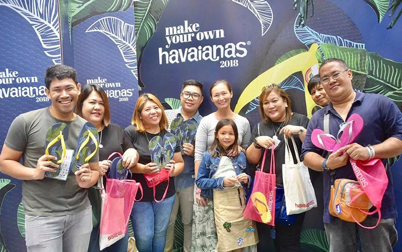 "BACOLOD. Antoinette Lacson (center), managing director and sub-distributors of Havaianas in Western Visayas, with the local media during the opening of the six-day ""Make Your Own Havaianas"" at All Flip Flops in SM City Bacolod on November 16. (Contributed Photo)"