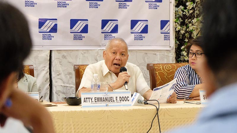 PAMPANGA. Social Security System President and chief executive officer Emmanuel Dooc discusses the increase in SSS collections in Central Luzon during a media forum in Pampanga. (PIA-Central Luzon)